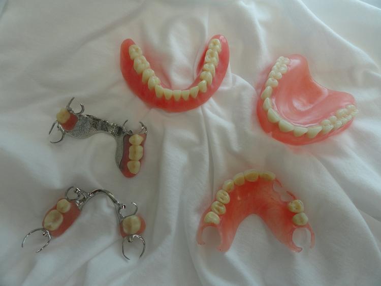 Partial_and_Full_Dentures.jpg