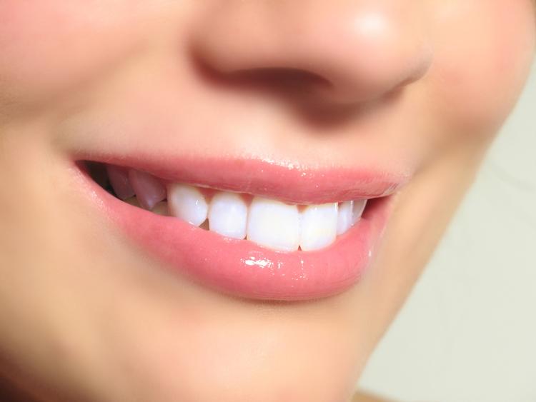 istock_000001_teeth.jpg
