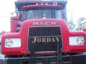 mack_truck_300x225.jpg