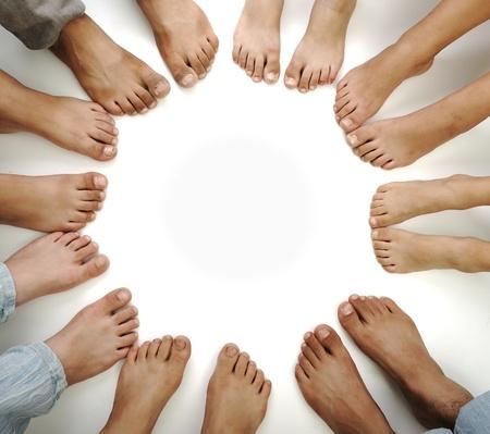 10542815_S_feet_many_sets_toes.jpg